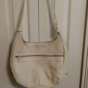 Cream colored hobo purse an excellent condition